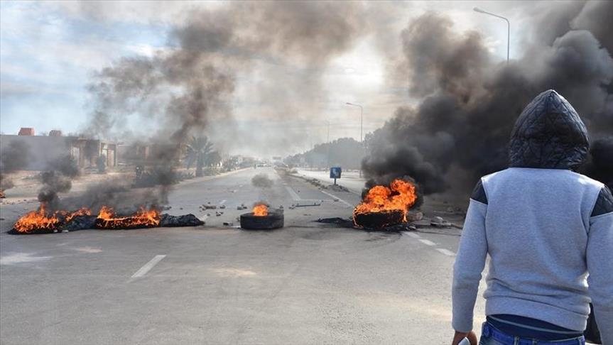 بعد اتساع رقعة الاحتجاجات في تونس.. حظر ليلي للتجول في كافة أنحاء البلاد
