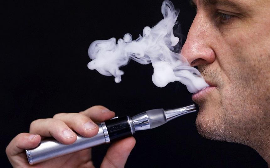 دراسة: تدخين السيجارة الإلكترونية يزيد خطر الإصابة بأمراض الرئة