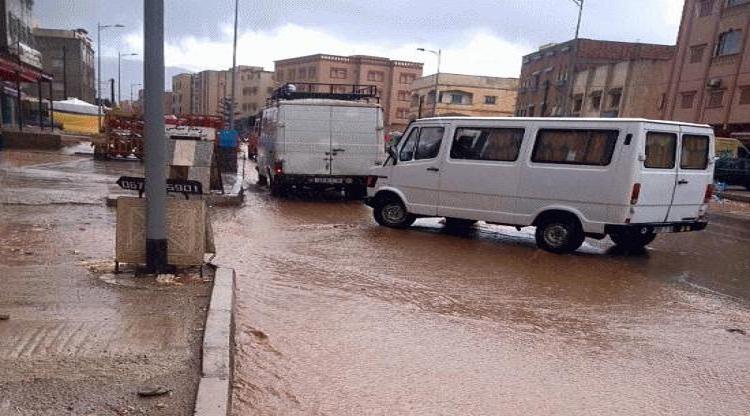 """هطول أمطار """"متربة"""" بعدد من المدن المغربية"""