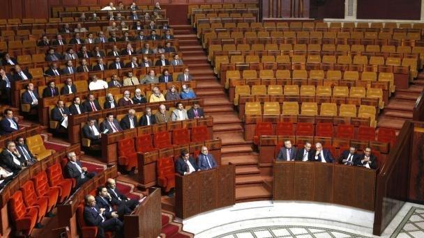 """فوضى في البرلمان بعدما قيل أن وزيرا تلفظ بعبارة """"لبسالة"""" في وجه البرلمانيين"""