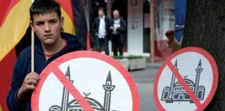 استطلاع: معظم المسلمين في أوروبا يعانون تمييزًا عنصريًا