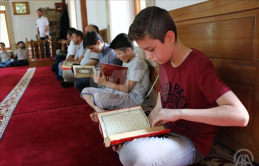 بلدية تركية تكافئ 520 طفلا واظبوا على صلاة الفجر في المساجد