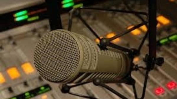"""""""الهاكا"""" توجه إنذارا لإذاعة خاصة بسبب إشهار غير معلن"""