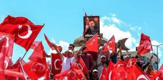 كويتي يذبح خروفين ابتهاجاً بفشل محاولة الانقلاب في تركيا