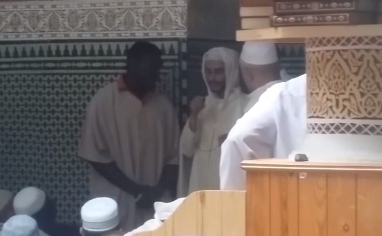 شاهد فيديو.. إسلام كاميروني بعد خطبة الجمعة بمسجد حي الهدى بأكادير