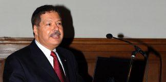 وفاة عالم الكيمياء المصري أحمد زويل الفائز بجائزة نوبل
