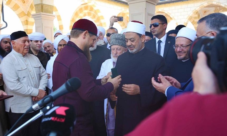 احسان الفقيه تكتب: عمائم السيسي في جروزني