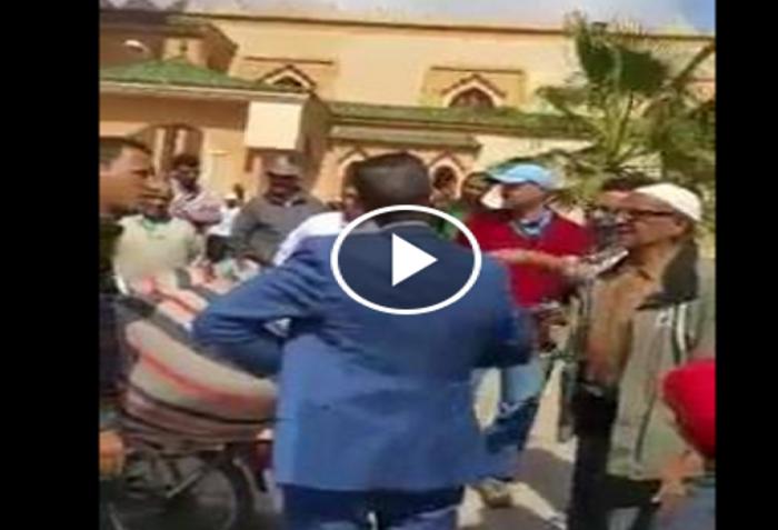بالفيديو.. قائد مقاطعة تيكوين بأكادير حي الزيتون برفقة المقدم يحاولون اعتقال فراش أراد أن يصلي فقط
