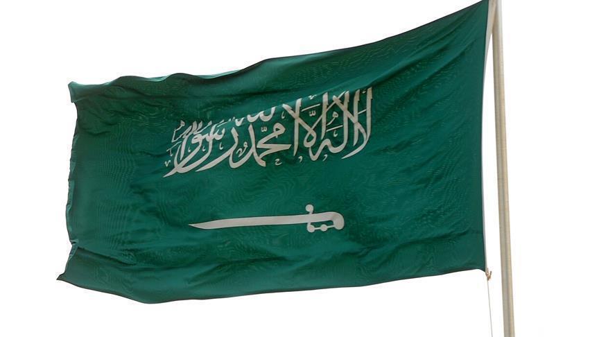 """إعلامية سعودية تعتذر عن ظهور """"غير محتشم"""" بعد إحالتها للتحقيق"""