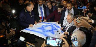 """بالفيديو.. حرق العلم """"الإسرائيلي"""" أمام البرلمان"""