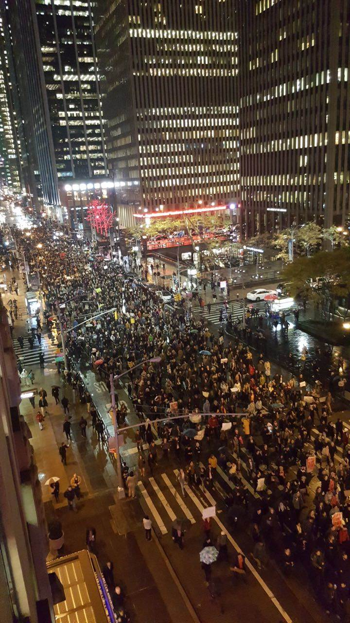 مظاهرات أمريكية حاشدة احتجاجًا على فوز ترامب لليلة الثانية على التوالي