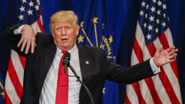 """إذا بحثت عن كلمة """"أحمق"""" سيظهر لك ترامب.. هذا تفسير غوغل"""