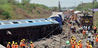 ارتفاع عدد ضحايا حادث خروج قطار عن سكته في شمال الهند إلى 96 قتيلا