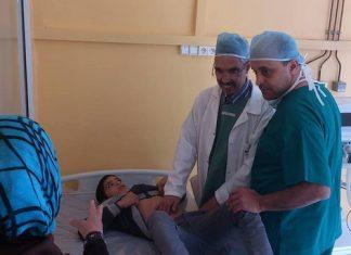 """عرف مستشفى الحسن الثاني الإقليمي بطانطان إجراء عمليات جراحية بأحدث التقنيات الجراحية، في إطار قافلة الصداقة والتعاون المنظمة من طرف مؤسسة """"الموكار"""" ومؤسسة السامو الإسبانية بشراكة مع المندوبية الإقليمية للصحة وعمالة طانطان"""