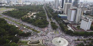 مظاهرة مليونية في جاكرتا للمطالبة بتطبيق القانون وسجن حاكمها المتهم بالاستهزاء للقرآن الكريم