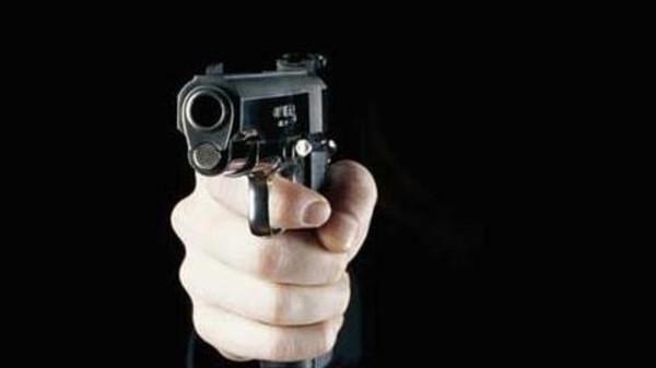 إشهار المسدس في وجه شخص مسلح بسكين جرح ضحيته وأظهر مقاومة ضد الشرطة في طنجة
