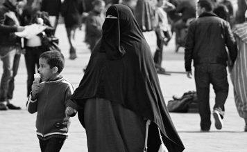 اليمين المتطرف الفرنسي يشيد بقرار منع النقاب بالمغرب