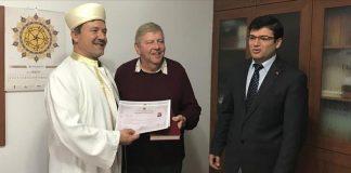 """""""هارون"""" سبعيني بريطاني يعتنق الإسلام في تركيا"""