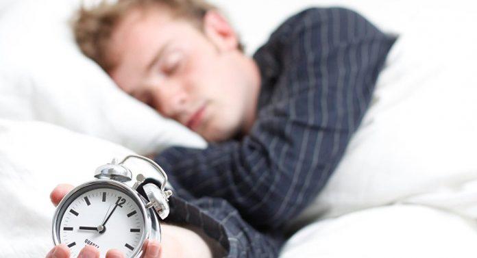 دراسة: انقطاع النفس أثناء النوم قد ينذر بقرب الإصابة بالخرف
