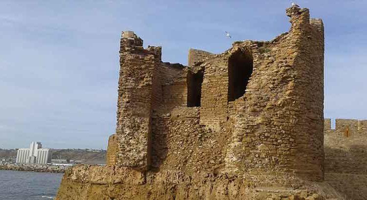 تناثر جزء من قصر البحر بآسفي..يثير جدلا حول غياب اهتمام المسؤولين