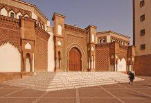 مسكين مريض نفسيا!!.. إنجليزي يقتحم مسجدا بأكادير حاملا عصا طويلة ويحدث بلبلة