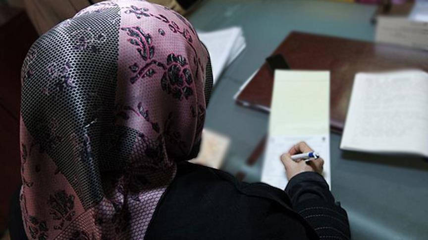 بلجيكا.. زعيم حزب يميني متطرف يدعو لحظر الحجاب في المدارس