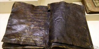 """نسخة سرية من """"الإنجيل"""" تنبئ بنبوة محمد صلى الله عليه وسلم وتفند أكاذيب الأناجيل الأخرى"""