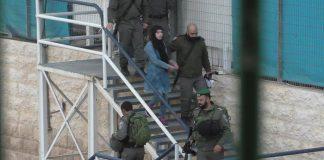 فيديو.. لحظة اعتقال قوات الاحتلال لإسراء جابر (17 عاما)، في الخليل بزعم حيازتها لسكين