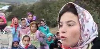 استمع إلى مرارة حديث هذه الفتاة.. وكيف تعاني ورفاقها من حقهم في تعليم كريم!!