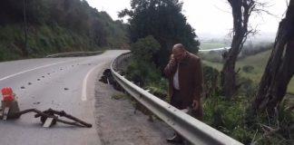 جامع المعتصم عمدة سلا يتفقد الأضرار التي خلفتها أمطار الخميس بطريق سلا الجديدة-الولجة (بريبري)