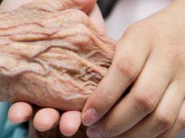 ما أسباب صعوبات البلع لدى كبار السن؟