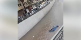 """فيديو.. غرق طاكسي تحت قنطرة """"مابيلا"""" في شارع محمد السادس بالرباط"""