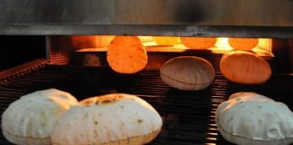 ثورة الخبز.. وزير مصري يدافع عن قرار بشأن الخبز المدعّم رغم احتجاجات شعبية