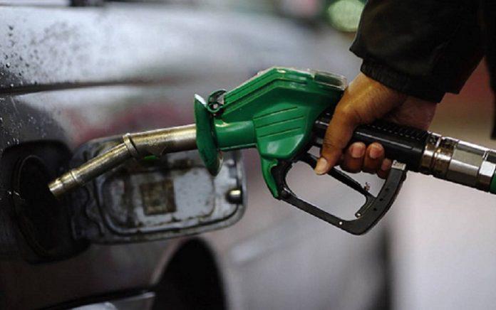 الحكومة تلهب أسعار المحروقات بفرض ضريبة جديدة على محطات التوزيع
