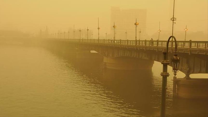 إغلاق 3 موانئ وتعليق الدراسة بـ3 محافظات إثر عاصفة ترابية بمصر