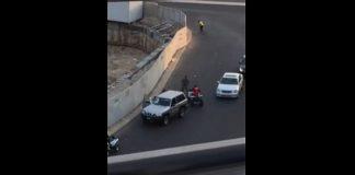 فيديو.. شباب سعوديون يعتدون على عسكري بطريقة مستفزة!!