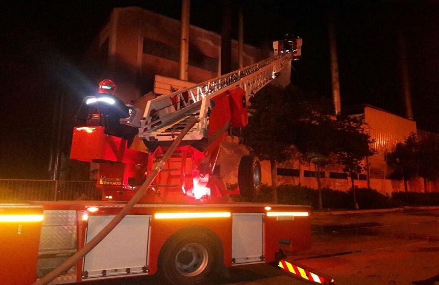 اندلاع حريق بالحي الصناعي مولاي رشيد بالبيضاء