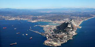 توقّف الملاحة البحرية بمضيق جبل طارق بسبب سوء الأحوال الجوية