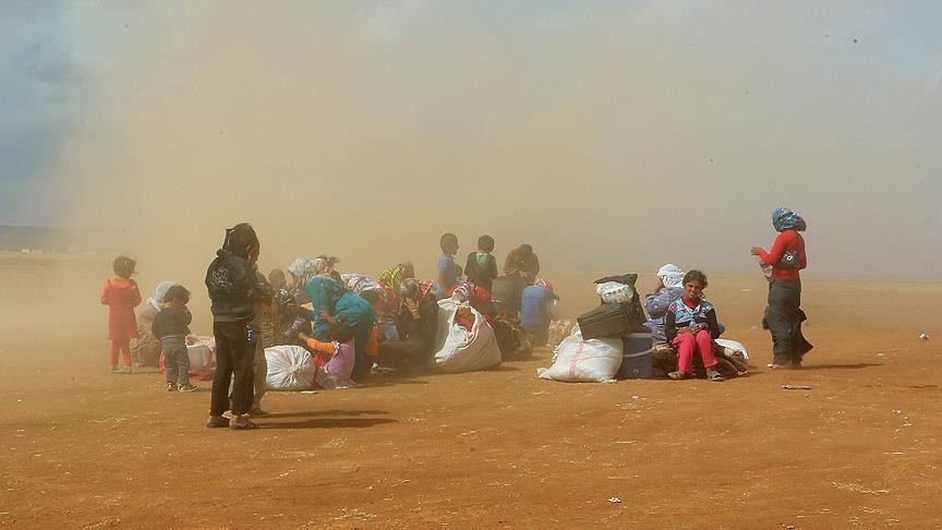 السوريون العالقون بالحدود المغربية الجزائرية يناشدون البلدين إنقاذهم