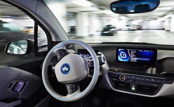 شركات تصنيع السيارات تتنافس على إنتاج مركبات ذاتية القيادة