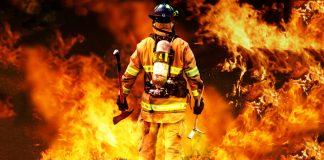 رجل إطفاء يشعل الحرائق ويجري اتصالات ليكسب المال