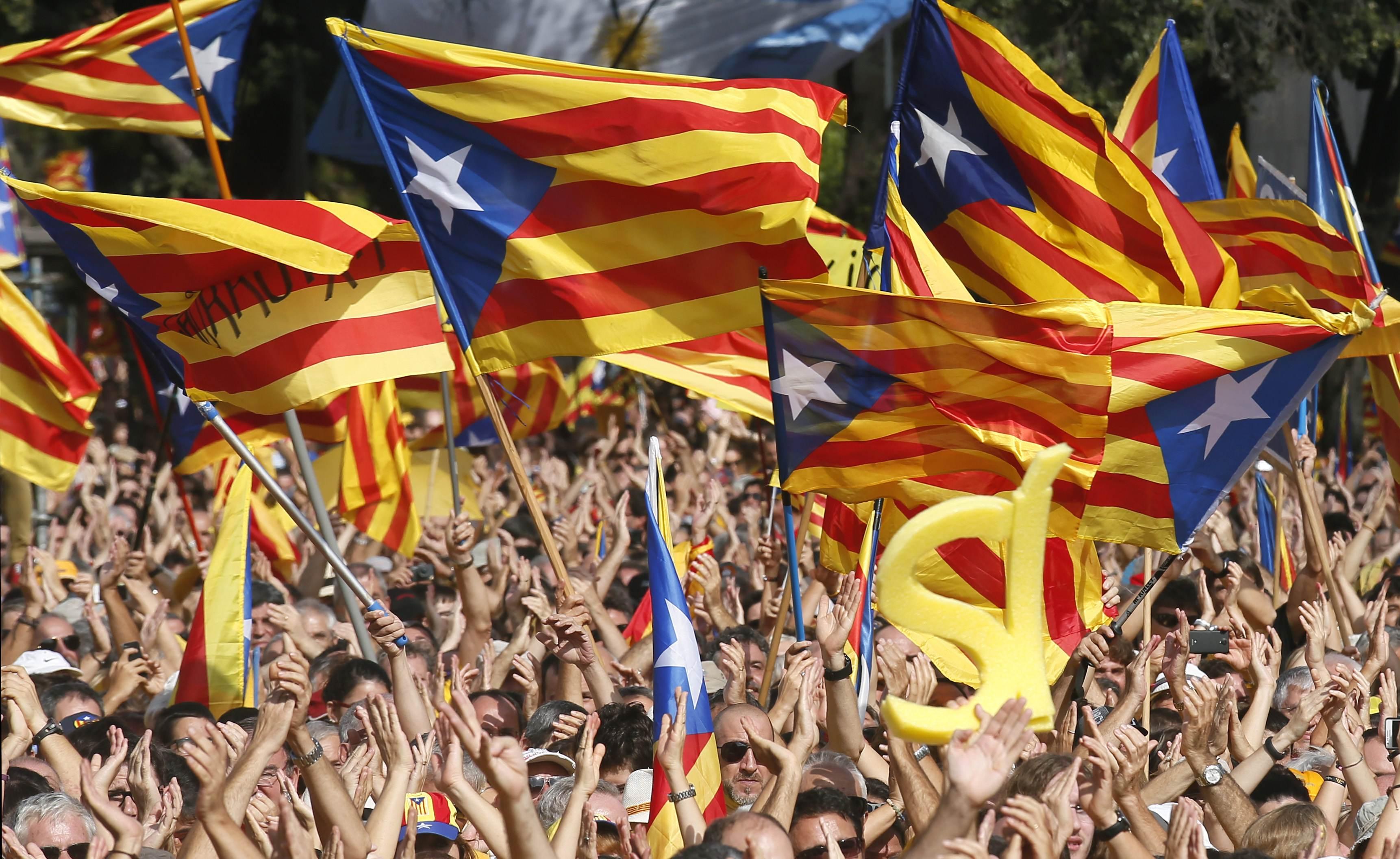"""مدريد تمهل كتالونيا 5 أيام لتوضيح """"إعلان انفصال"""" الإقليم"""