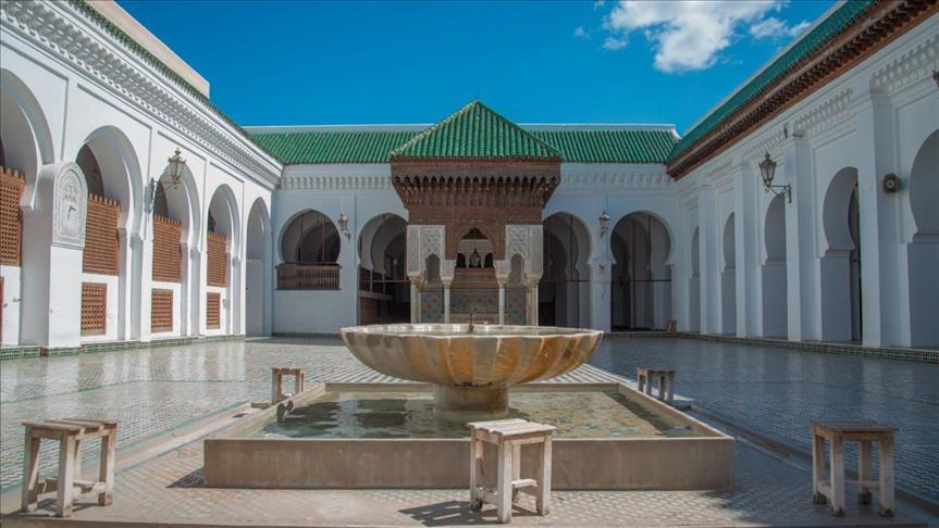 """باحث عن """"البوز"""" يطالب بفرض ضريبة على الصلاة والوضوء والدخول إلى المسجد!!"""