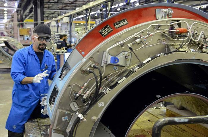 مورد صناعة الطيران المغربي يضفي الطابع الرسمي على عقده الأول مع شركة بوينغ