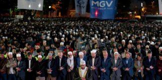 """في ذكرى """"فتح القسطنطينية"""".. الآلاف يصلّون الفجر في ساحة """"آيا صوفيا"""""""