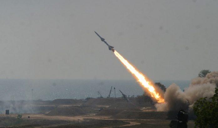 السعودية تعترض صاروخًا باليستيًا حوثيًا فوق خميس مشيط
