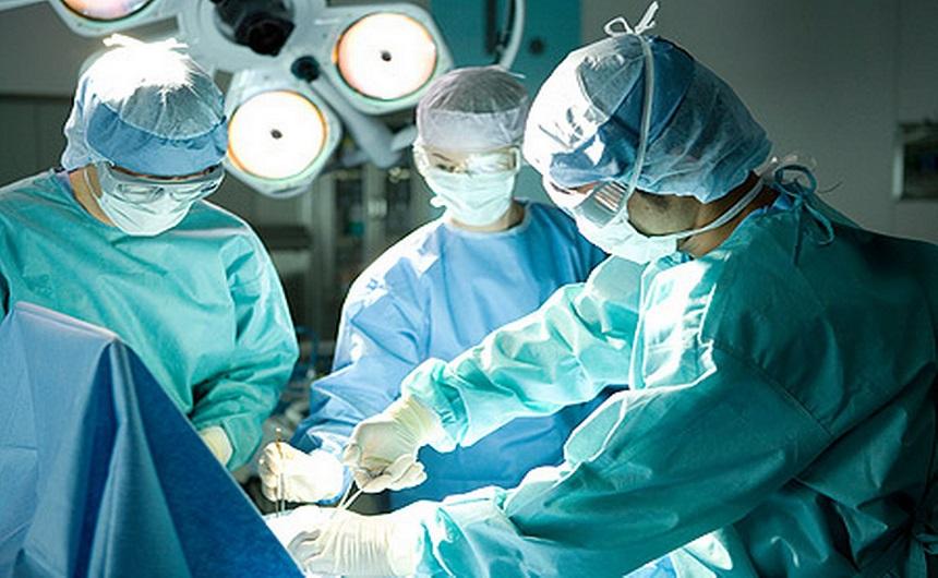 استبدال كلي للورك لرجل ستيني بمستشفى المختار السوسي بإقليم شتوكة ايت باها