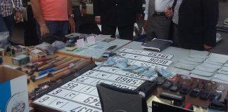الدار البيضاء.. حجز بندقية صيد ومخدرات ولوحات ترقيم للسيارات