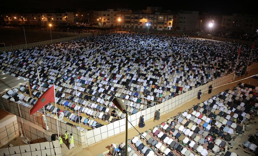 بالفيديو والصور.. قرابة 20 ألف يصلون خلف القارئ الدغوش في مصلى حي الإنبعاث