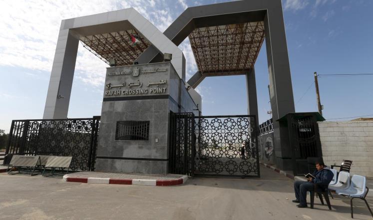 """قيادي بـ""""حماس"""": سحب الموظفين من معبر رفح يخدم """"صفقة القرن"""""""